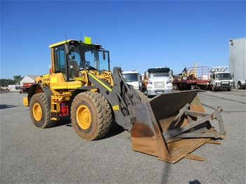 2011 Volvo L70F 4x4 Articulated Wheel Loader With Bucket