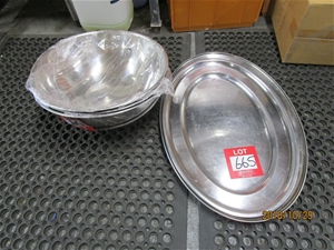 4x Stainless Steel Mixing Bowls And 2 Large Stainless Steel Platters