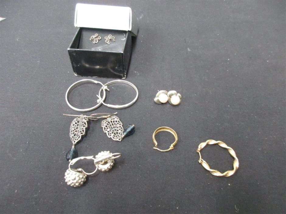 Qty 1 x Assorted Jewellery