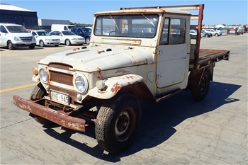 Unreserved Toyota Land Cruiser 4WD Manual Cab Chassis