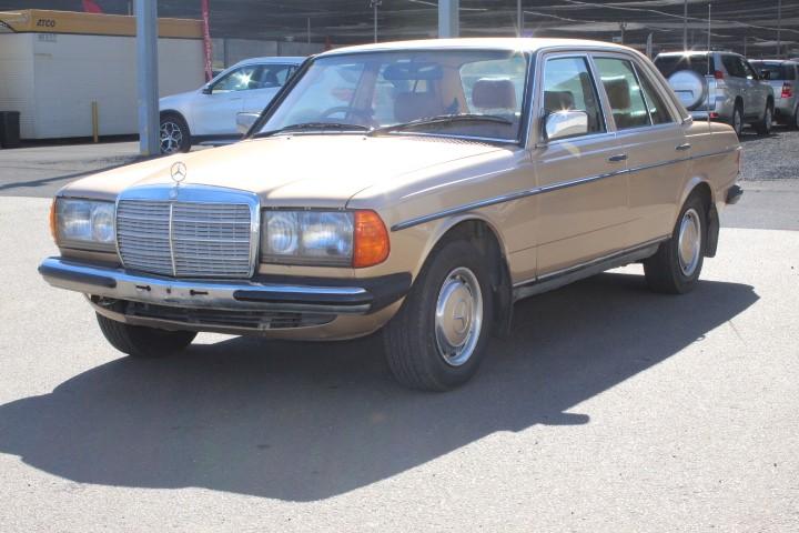 1984 Mercedes Benz 300D RWD Automatic Sedan