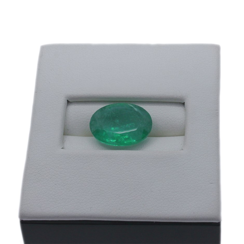 One Loose Emerald 5.30ct in Total