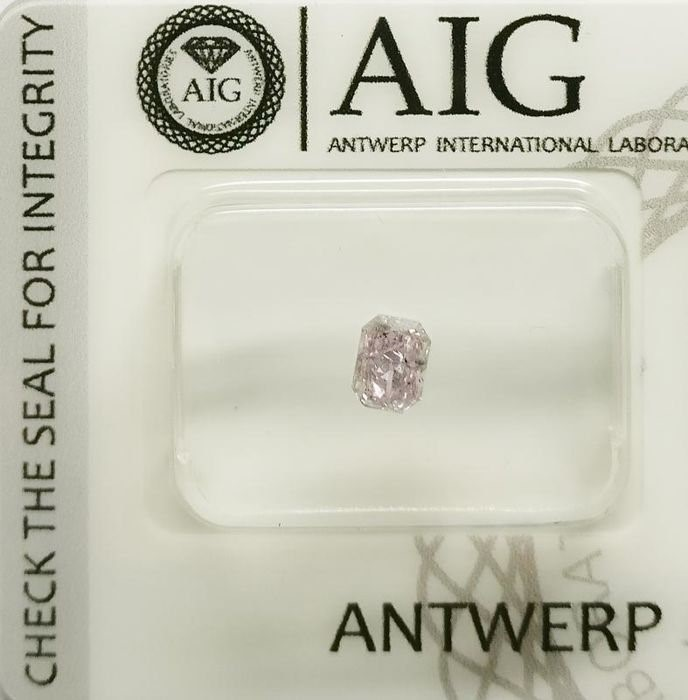 One Loose AIG Pink Diamond 0.37ct in Total