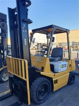 TCM FG25N2S 4 Wheeled Petrol Counterbalance Forklift
