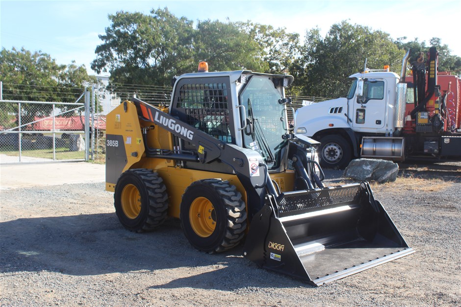 2016 Liugong LGLG385B Skid Steer Loader with Bucket