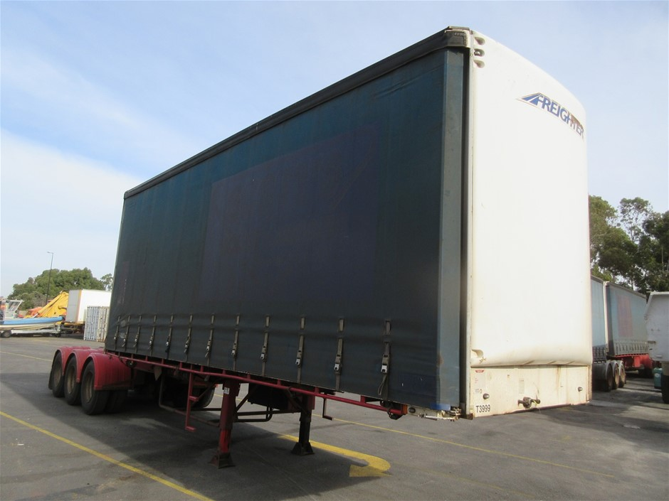 2001 Maxitrans ST3 Tri Axle 'A' Section Curtainsider Trailer