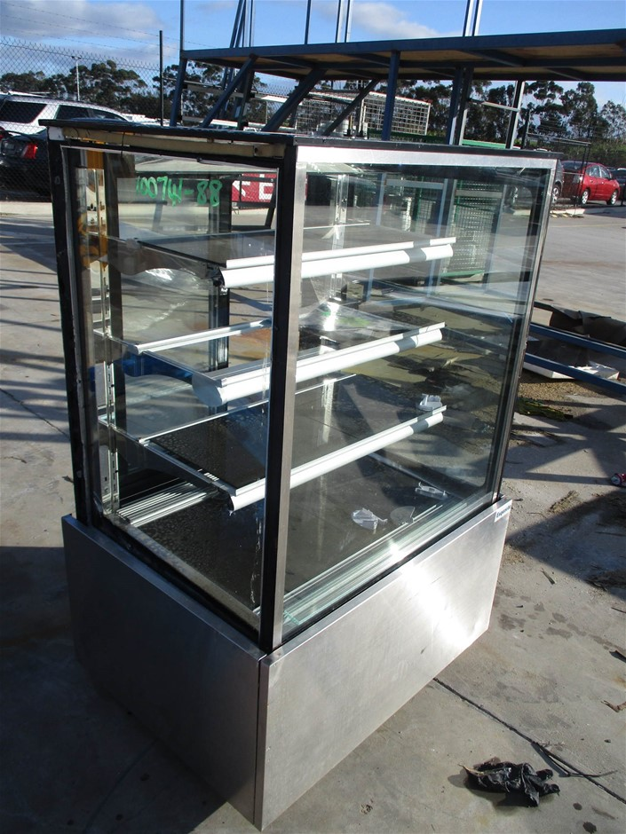 Exquisite CDC900 Refrigerated Glass Cake Display