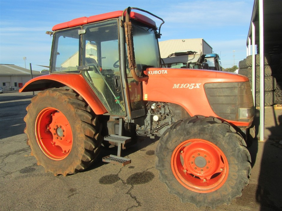 Kubota M105X Tractor