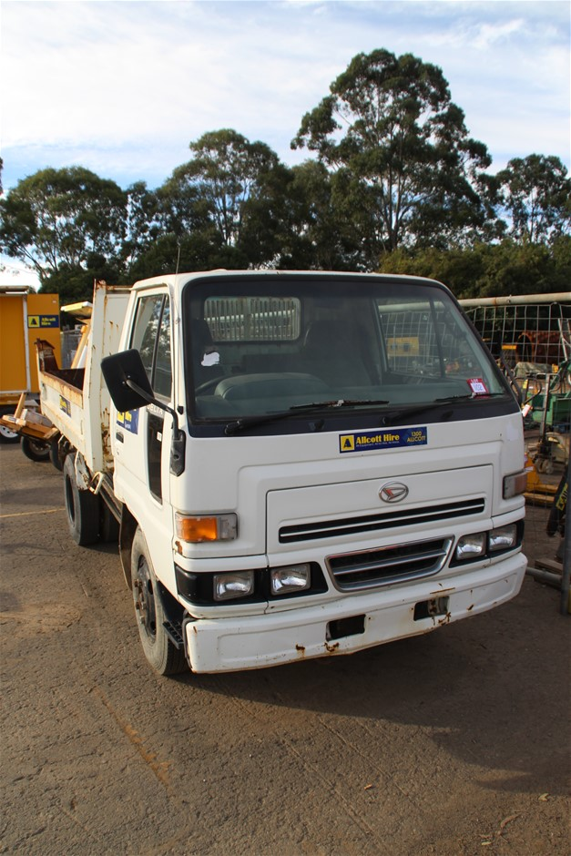 2002 Daihatsu Delta Cab Chassis Tip Truck