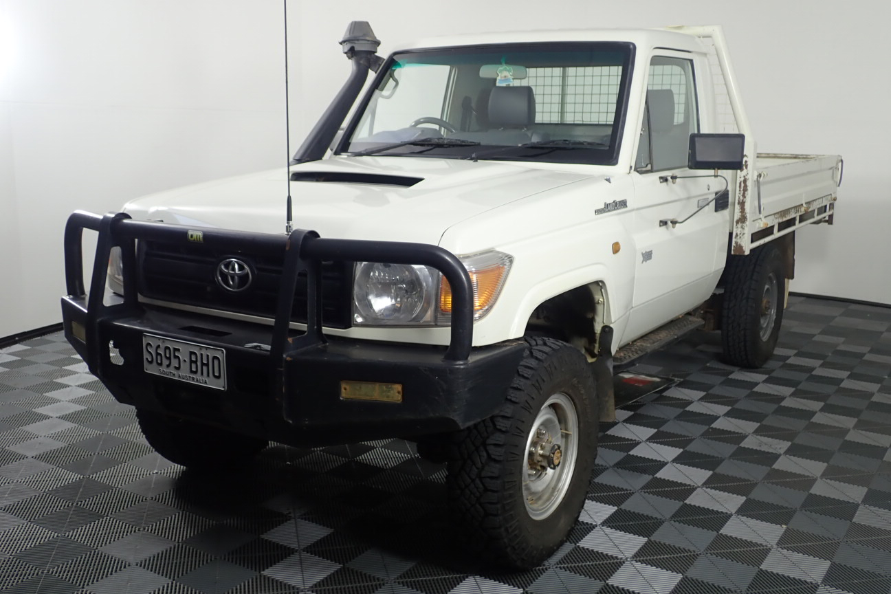 2015 Toyota Landcruiser Workmate (4x4) Turbo Diesel Manual Cab Chassis