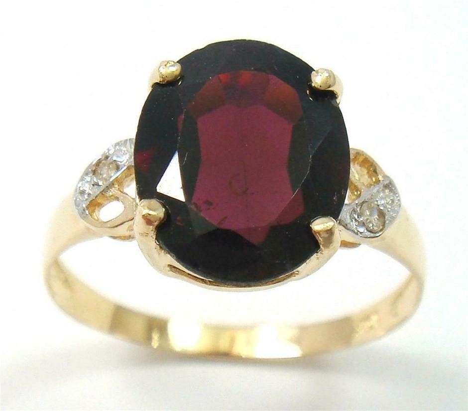 Beautiful Genuine Diamond & Garnet 9K Gold Ring