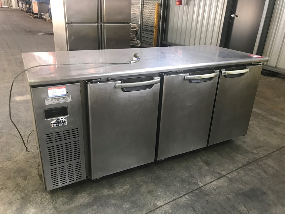 2006 Skope BC180C-3PRRS-E 3 Door Horizontal Fridge