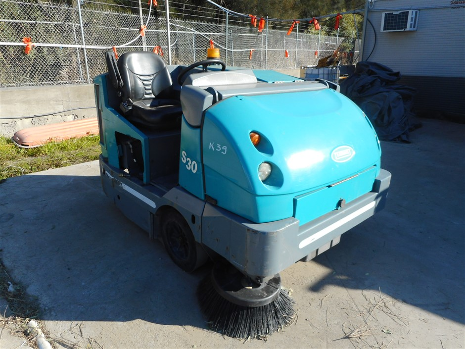 Tennant SweepMax S30 Ride On Floor Sweeper Serial No: S30-1877