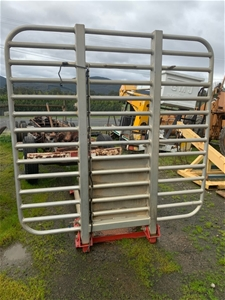 Chock tray & cab guard for log truck