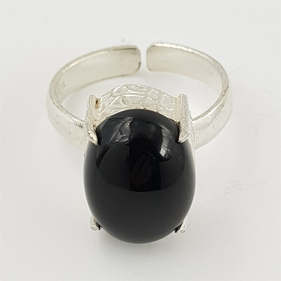 Sterling Silver & Onyx Gemstone Ring.