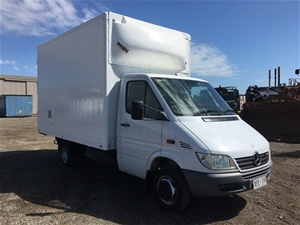2005 Mercedes Sprinter 4x2 Cab Chassis (