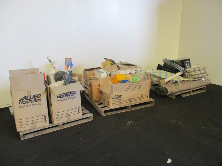 Pallet Assorted Clothes, Household, Items and Brie-Abrac