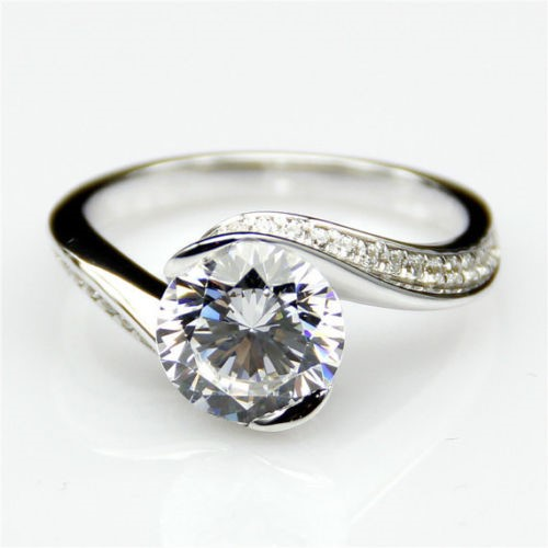 Genuine 1.0 ct Round Cut Off White Moissanite Solitaire Ring. Size 'M'