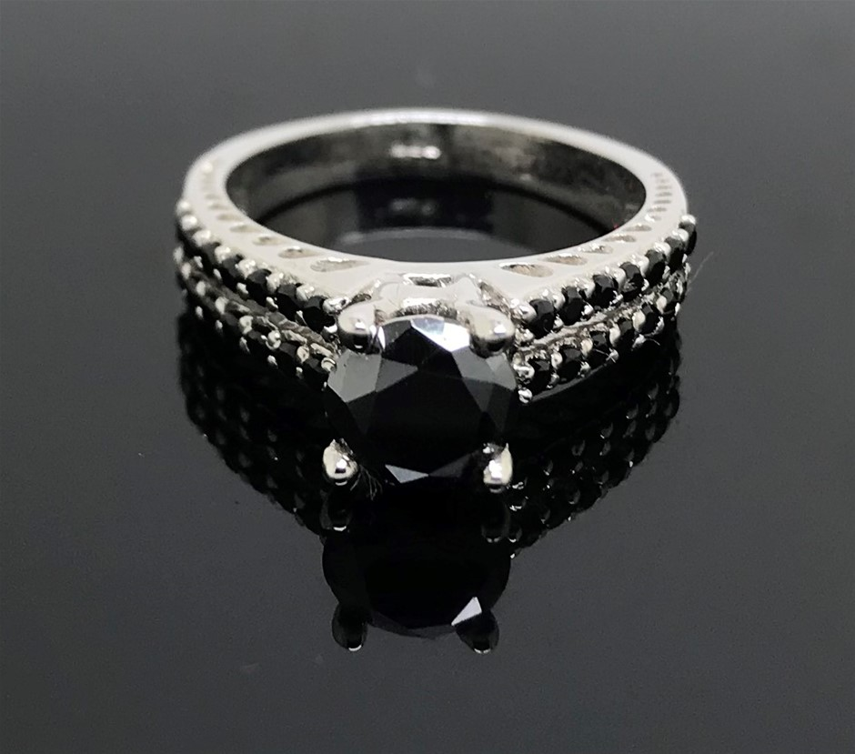Genuine 1.0 ct Round Cut Black Moissanite Engagement Ring. Size 'M'