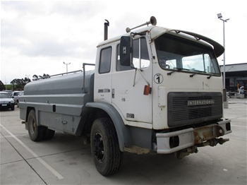 1989 International ACCO 1850D 4 x 2 Water Truck