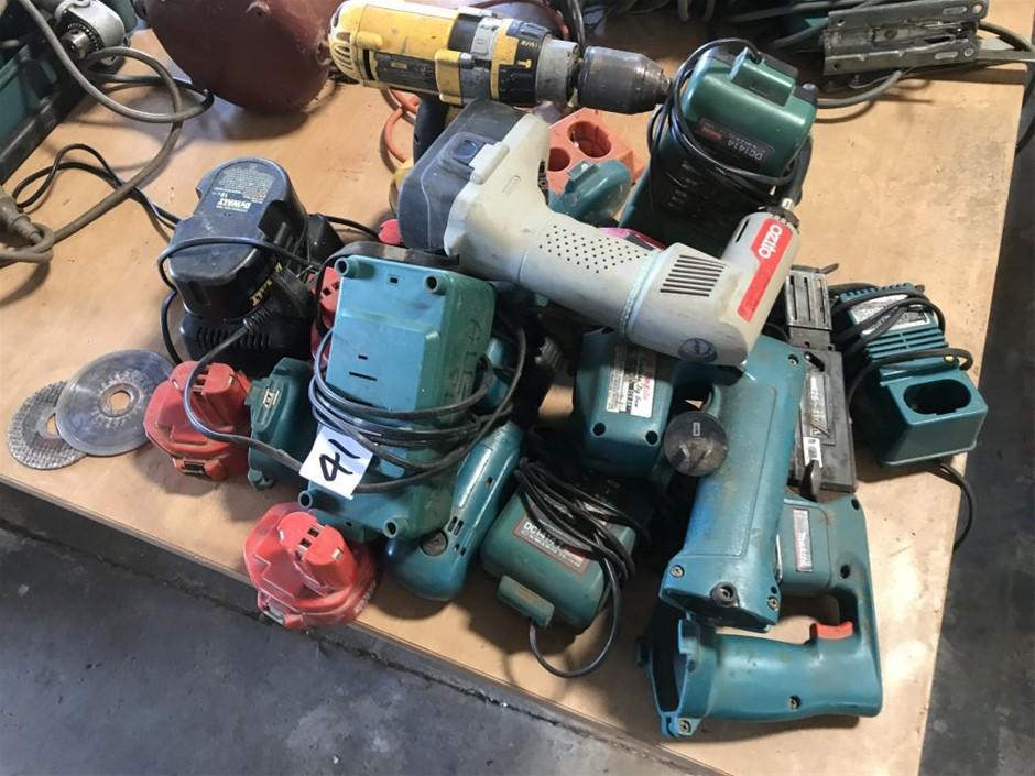 Cordless tools, including Makita drills, jig saw, batteries (265702-41)
