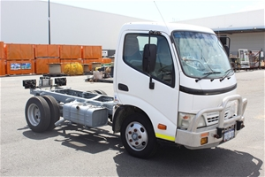 2008 Hino 300 C Cab 4x2 Cab Chassis Truc