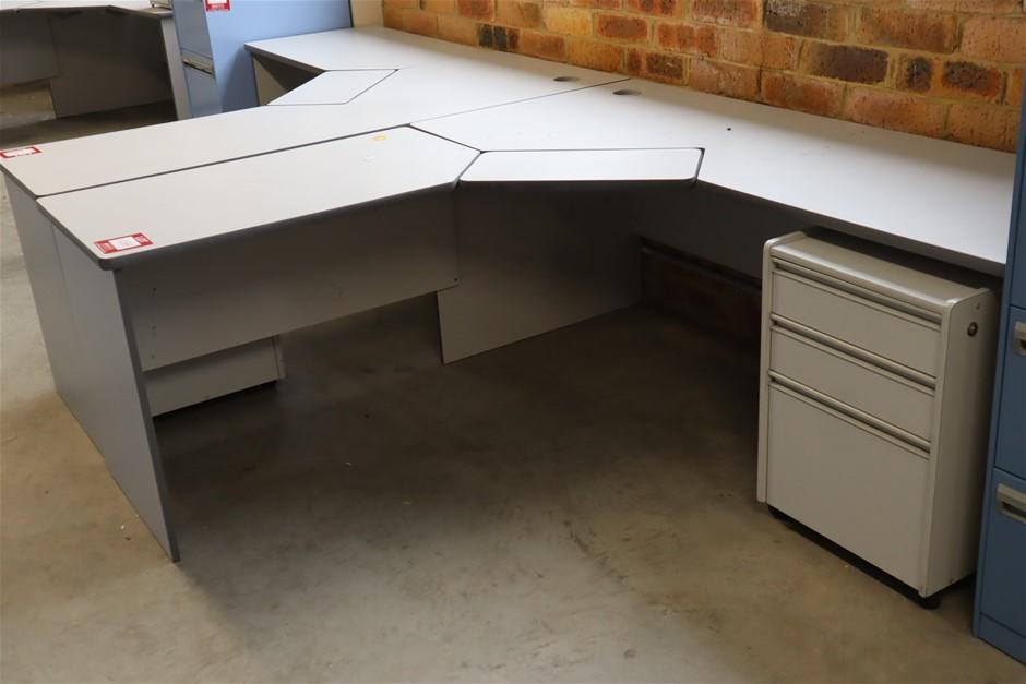5 x 3 Piece Corner Work Station/Eesk Unit