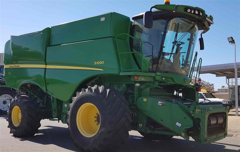 2012 John Deere S690 Harvester