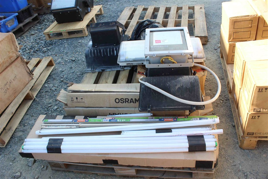 Pallet of Lights and Floro Tubes