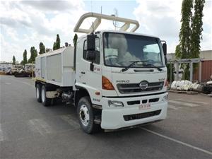 2012 Hino FM500 Service Truck