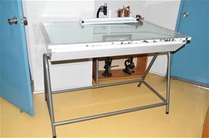Light table 1270 x 820mm, 240V. Spectron