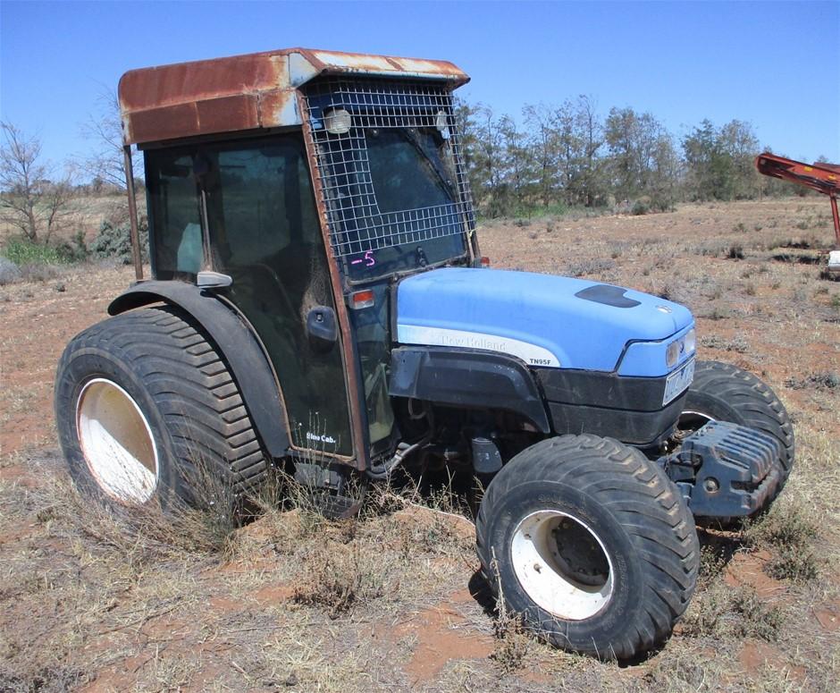 New Holland TN95FA Tractor