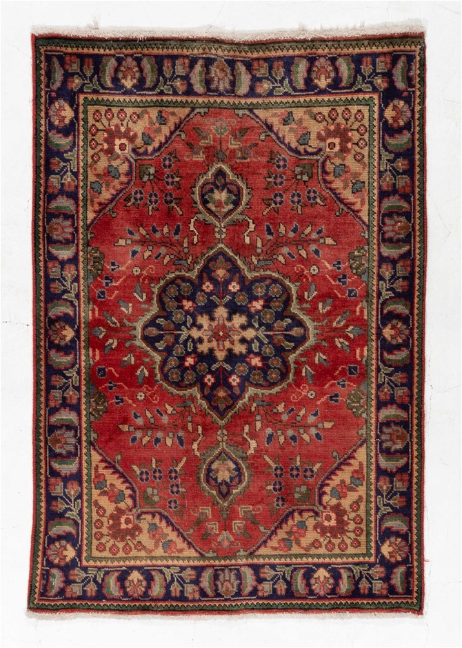 Persian Tabriz Hand Knotted 100% Wool Pile Size (cm): 90 x 145