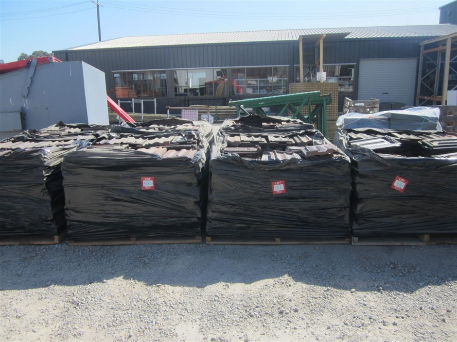 Pallet of Terracotta Roof Tiles - Approximately 200 units