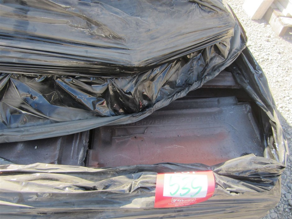 Pallet of Terracotta Roof Tiles - 100 units at 250mm x 410mm