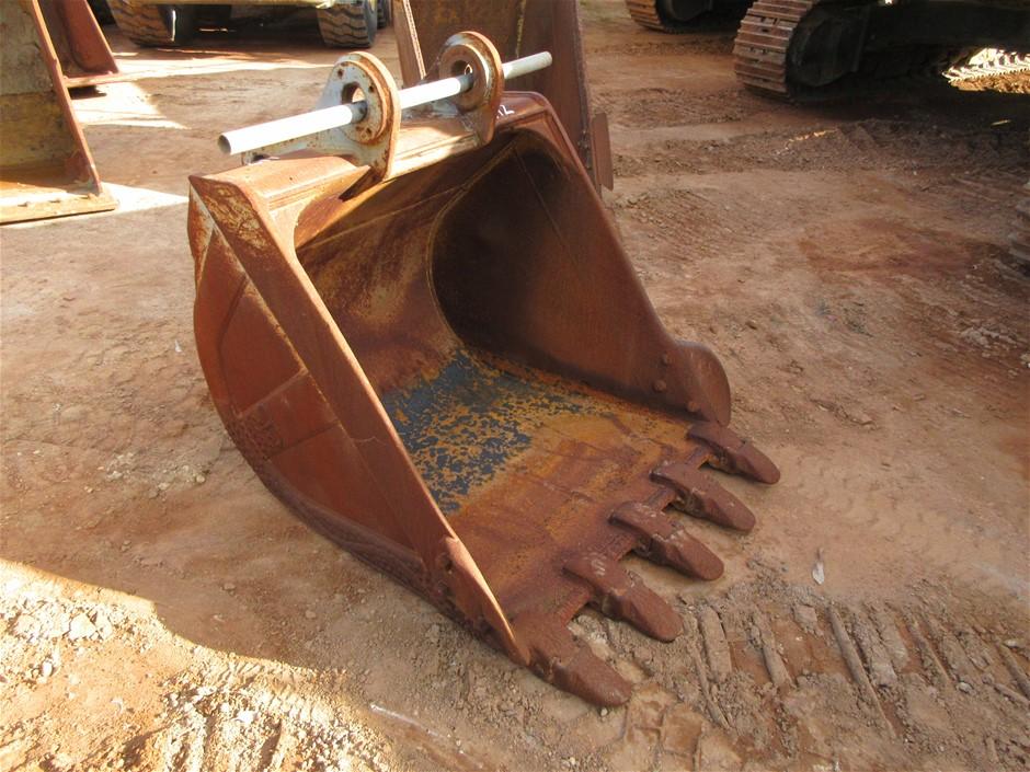 Excavator GP Bucket with Ground Engaging Teeth