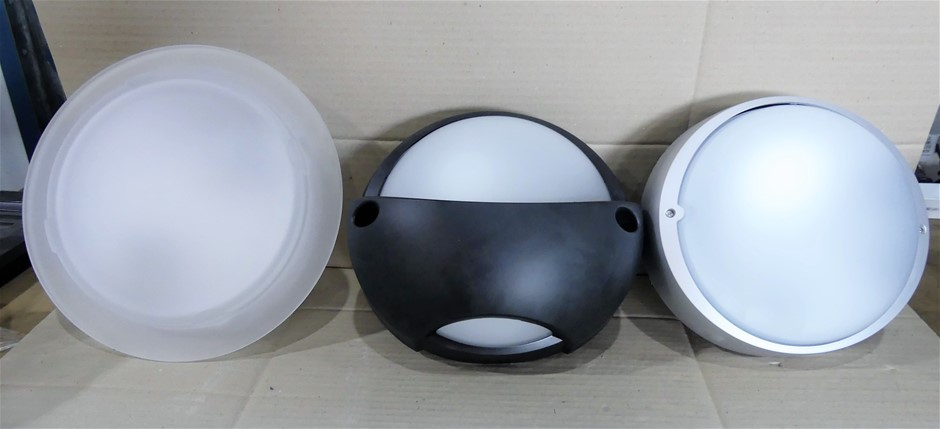 Box of 3 x wall lights, including: