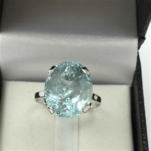 18ct White Gold, 10.26ct Aquamarine Ring