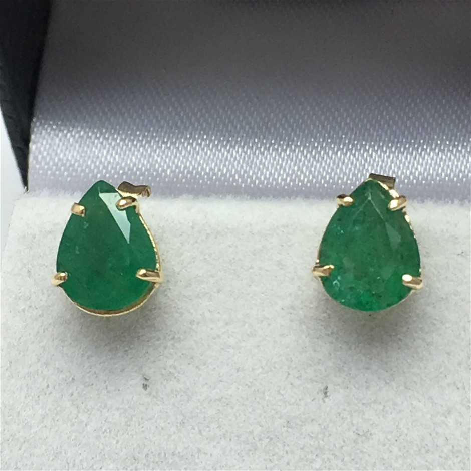 18ct Yellow Gold, 3.02ct Emerald Earring