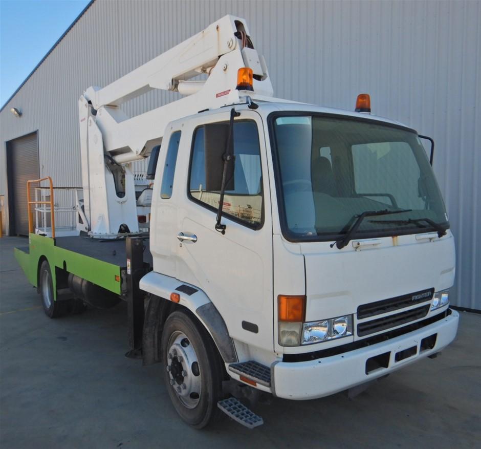 2007 Mitsubishi FK 600 4x2 Travel Tower Truck