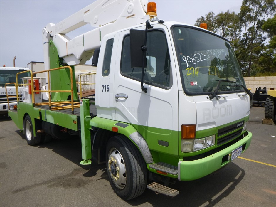 2006 Mitsubishi FK 600 Fighter 4x2 Travel Tower Truck