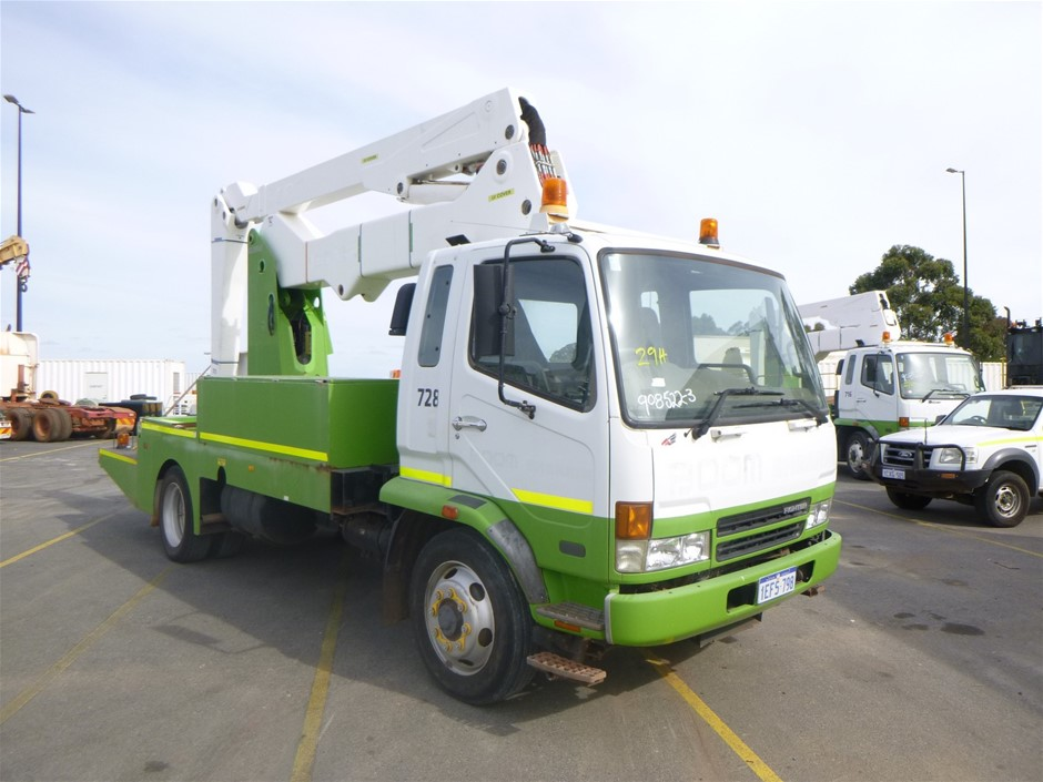 2006 Mitsubishi Fighter FK 600 4x2 Travel Tower Truck