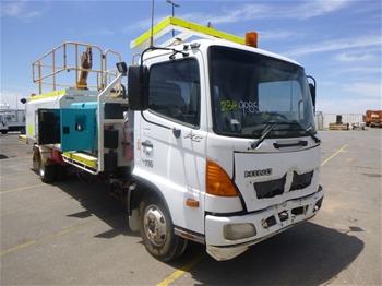 2007 Hino FC4J 6x2 Service Truck