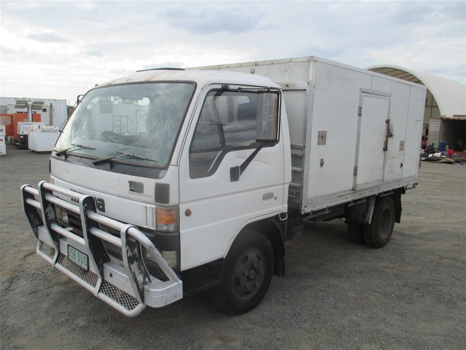 11/1995 Mazda T4000 4 x 2 Refrigerated Body Truck