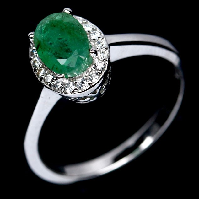 Spectacular Genuine Emerald Ring.