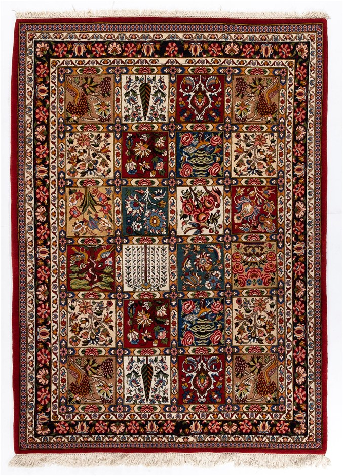 Fine Quality Persian Baktiari Hand Knotted 100% Wool Size (cm): 152 x 214