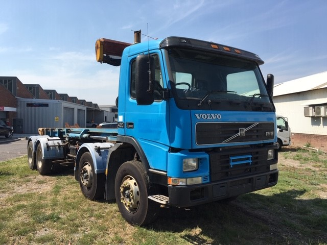 2000 Volvo FM1284R 8 x 4 Cab Chassis Truck