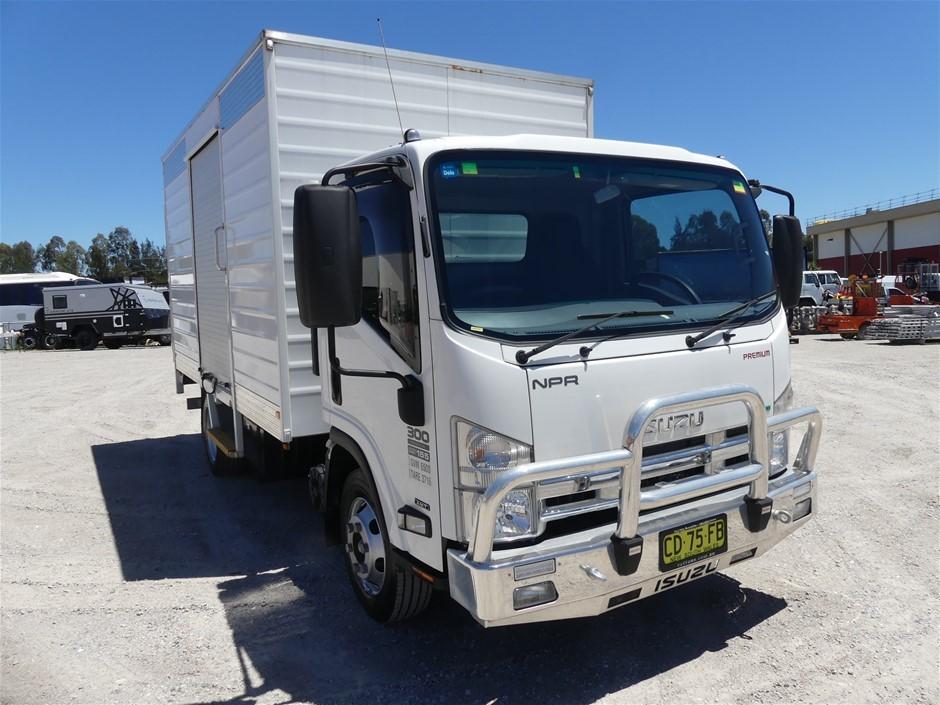 2015 Isuzu NPR EURO V 300 Medium Sitec 4 x 2 Pantech Truck