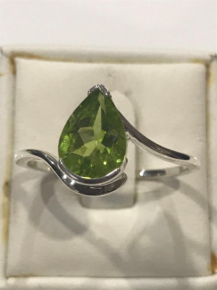 Glorious 1.70ct Natural Peridot Ring. Size S (9)