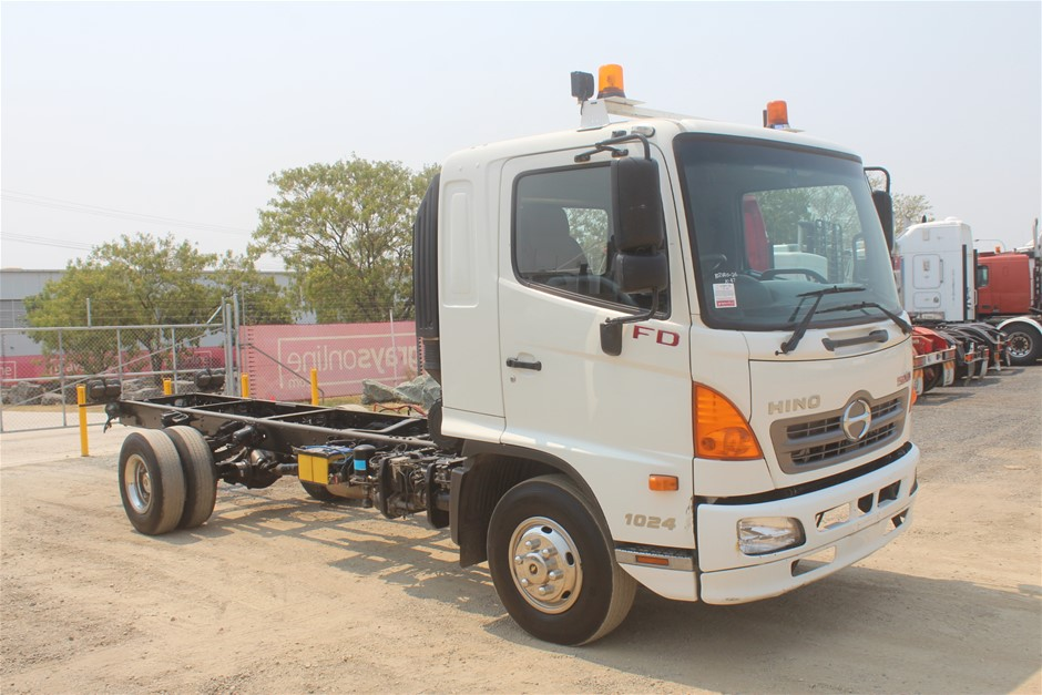 2010 Hino 500 4 x 2 Cab Chassis Truck